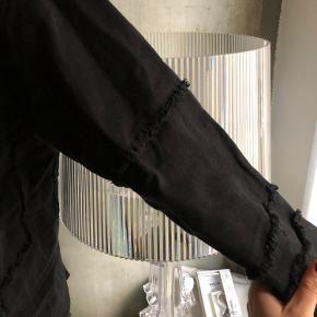 Let jakke / overskjorte med synlige syninger