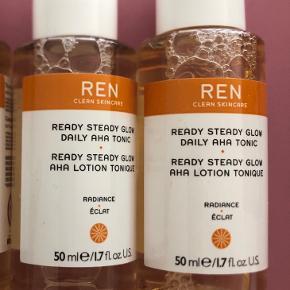 """Ready Steady Glow Daily AHA Tonic fra REN Clean Skincare 2 x 50 ml   25,- pr stk  Kan afhentes på Islands Brygge eller sendes efter ønske 💌  Brug gerne """"Køb Nu"""" 😊"""