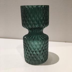 Fin lille vase. 15 cm høj.