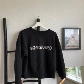 Sweatshirt fra Mads Nørgaard  Brugt få gange Str xs 300kr ellers byd