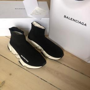 Sælger mine Balenciaga speed trainers. Brugt nogle gange. De er købt i Illum alt medfølger boks og kvittering. Byttet ikke og Prisen er fast
