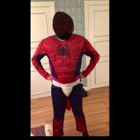 Spiderman kostume til voksen str xl. Brugt 1 gang