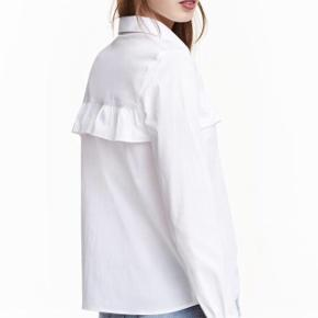 Fin skjorte fra H&M. Brugt 1 gang, ellers har det bare hængt i skabet. Mærket er klippet af fordi det irriterede min ryg. Kan sendes hvis sælger betaler for fragt!