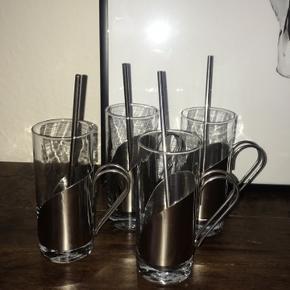 Gløgg glas 4 stk. Aldrig været i brug, men har desværre ikke kassen til dem mere