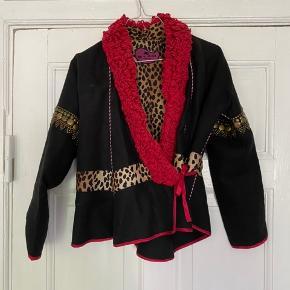 Smuk jakke fra Etro med de fineste detaljer!