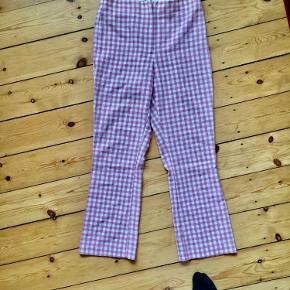 Sælger disse smukke lyserøde bukser fra Zara med Tern. De er størrelse M men er meget små i størrelsen, så vil mere sige at de er en S