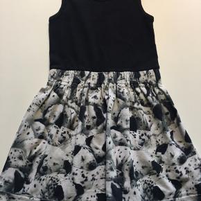Rigtig fin kjole ikke brugt meget  Str 92-98