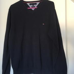 Lækker Tommy Hilfiger pullover/sweatshirt str. LNavy God men brugt  Nypris 600,00 kr.