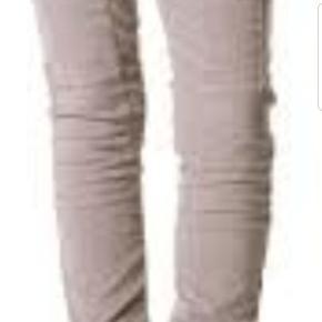 💛 MUNTHE Tisko Grey  Bukser i blød baby fløjl. Str 36 MEN store i str. Vil være flottest til en med lidt lange ben. Jeg er 164 høj og de er for lange til mig Flot stand! Nyprisen var omkring 1600,-