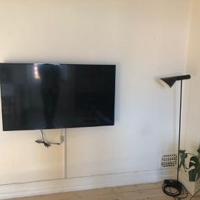 SAMSUNG 48' smart tv Ophæng til væggen medfølger