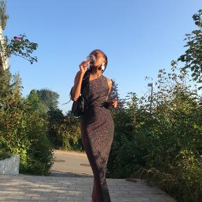 Glamorous kjole eller nederdel