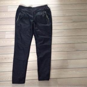 Bukser Farve: Sort Oprindelig købspris: 800 kr.