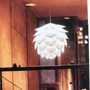 Lampe med lampeudtag, små tegn på brug.  Skal afhentes.