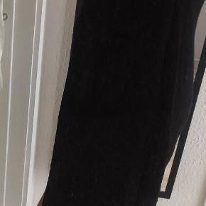 Brugt 1 gang  Bruges af str. Xs/ s Jeg er selv str. 36 Flot ryg Super fin og flot kjole med søde detaljer  Regulerbar stropper