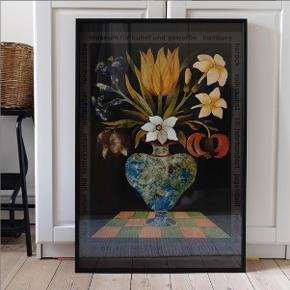 Fantastisk original udstillingsplakat fra 1979 med motiv af Almir Mavignier. H84xB59,4 cm. Købt hos Curated Copenhagen for 1300 kr.  Sælges for 1000 kr. Sort træramme fra Desenio kan købes med for 100 kr. (nypris 279,-)