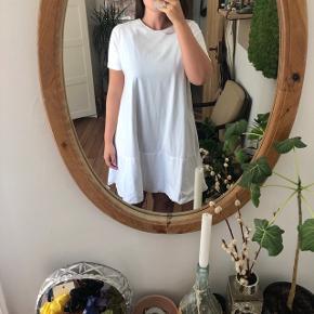 Fineste hvide kjole. Så behagelig at have på!