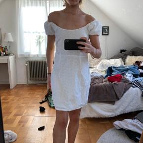Sød sommer kjole  Sendes forsikret med dao for 35 kr!  Alle priser er eksl fragt Sælger ud af min gaderobe da jeg normalt bor i London! Så jeg kan kun sende mine varer til og med på mandag! BYTTER IKKE