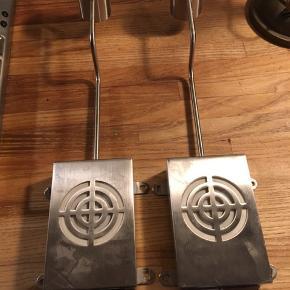 Ikea Grundtal lampe, to styk til montering fx ovenpå skab eller lignende. 70kr Kan hentes Kbh V eller sendes for 38kr CAO