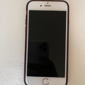 IPhone 6s 16GB i Guld. Prisen er for hele pakken med cover og nyt sæt høretelefoner.   Jeg har kvitteringen, hvis du er interreseret