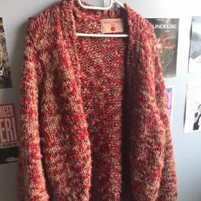 Lækker strikket cardigan fra Karen By Simonsen🌹 Brugt få gange!