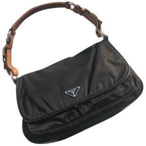 Sælger denne unikke Prada taske. Skriv endelig for flere billeder