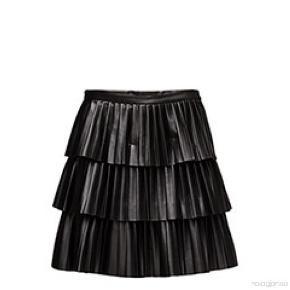 Nederdelen er syet ind så den passes af en S, den har et lille mærke ved lynlåsen i siden. Men ikke nået man kan se når man har den på. Byd gerne