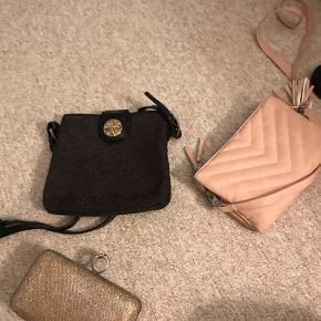 Tasker - Byd  1 sort/ guld DKNY   2 guld clutch med aftagelige stropper-  kan bruges som skuldertaske også  3. Lys rosa skuldertaske med 2 dele