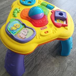 Fin aktivetet legetøj. Benene kan tages af så den kan bruges til helt små. Virker fint med lys og lyd.