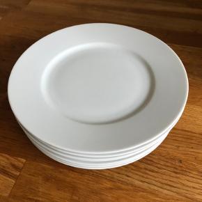 Meget fine og enkelte frokost tallerkener fra Ikea.   Måler 22cm  15stk   Sælges for 50kr