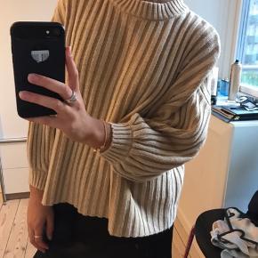 Sælger min sweater fra Urban Outfitter da jeg ikke får den brugt. Har kun brugt den 2 gange så er næsten som ny. Det er en str. S. Købt i London for £50 og sælger for 200 kr. kan mødes i København eller Amager hvis der er interesse. Er frisk på bud :)