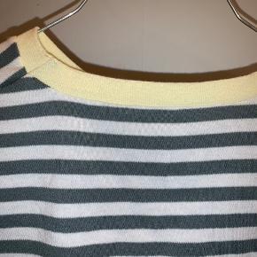 Sød stribet tshirt fra mbym. Aldrig brugt. Kom med bud 🌼
