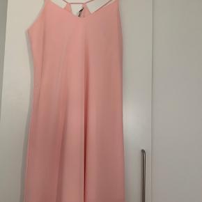 Sød lille tunika/kjole her til sommer  Str M  Fersken farvet