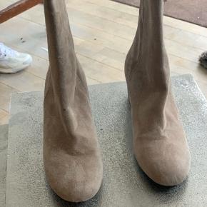 Sælger mine Billi bi støvler da jeg aldrig har fået taget dem i brug og de nu bare står  Bytter ikke