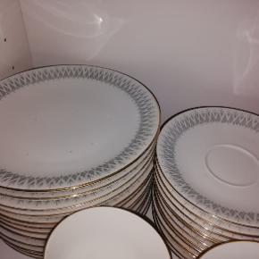 Royal egerthal skandia nardi kaffestel til 12 personer med kopper, under kopper, tallerkner, sukker skål, mælke kande, kaffekande, aske bægre, 300 kr