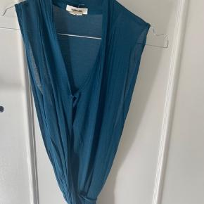 Helmut lang top med bælte i lækkert jersey stof