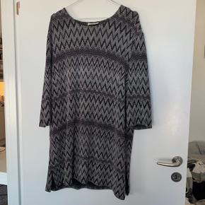 Rigtig fin retro tunika/kjole :) passer M-XL