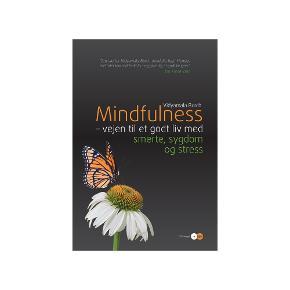 Mindfulness, Vidyamala Burch  Vejen til et godt liv med smerte, sygdom og stress Softback, heftet, incl. cd, 239 sider, år 2012,   bogen er brugt få gange men har en kaffeplet som ikke er forstyrrende for tekst