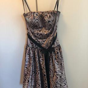 Party Line kjole