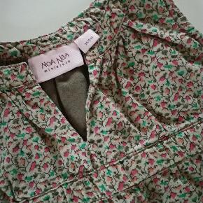 Fin lille kjole med foerBrugt sparsomt