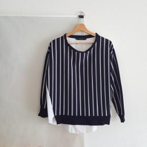 Size small blouse (fits loose)