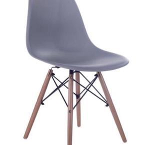 4 stk spisebordsstole et par måneder gamle.  Prisen er samlet for alle 4