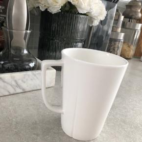 Sælger 8 stk Rosendal Grand cru kaffekrus / krus. De fejler intet, og er nærmest ik brugt, vi drikker ikke kaffe så de har bare været i skabet. Nypris var 250 for to. Sælger 8 stk for 500 kr. eller 75 kr stykket. Byd gerne :)