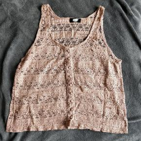Light brown see-through top from BIK BOK 🍂 Cute to overlay on top of blouses. Embroidery type of material. Loose fit.