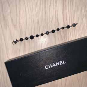 Super fint og stilfuldt Chanel armbånd.  One size. BYD :-)