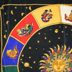 Gianni Versace vintage Astrology Scarf , fra ikke ryger hjem.