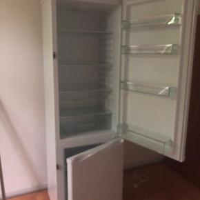 Atlas køleskab, med frys forneden sælges.  Næsten ikke brugt.  Kan afhentes i Tarup(Fyn)