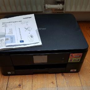 Næsten helt ny. Brother wifi printer j5820w har kun været brugt få gange står som ny. INCL. Manual mv.