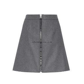 Nederdelen har kostet 2000, er helt ny og skal videre til rette ejer. Den er desværre lidt lille til mig.