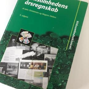 Virksomhedens årsregnskab 6. udgave  ISBN: 9788786743918 Er helt som ny, ingen overstregninger eller noter i :)