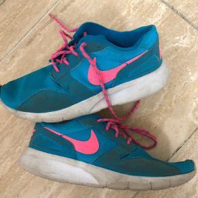 Nike sko. Str 35,5. Mp 50kr.